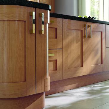 North Devon Kitchens | Kitchen Design Barnstaple Stover Oak_Curved Doors Island